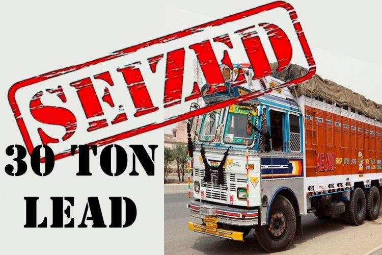 बिना बिल के 30 टन लैड से लदा  ट्रक इंदौर मे जब्त हुआ